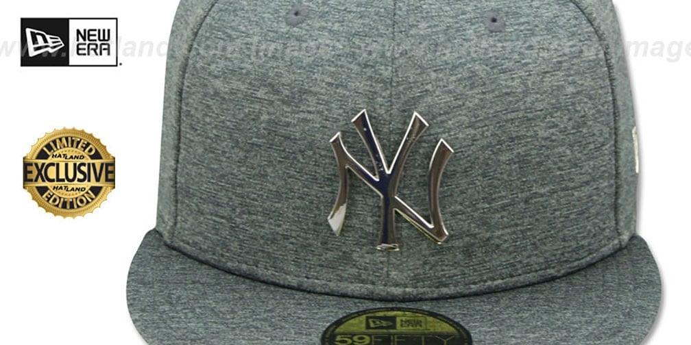 Yankees 'SILVER METAL-BADGE' Shadow Tech Fitted Hat by New Era