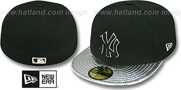 Yankees 'METALLIC SLITHER' Black-Silver Fitted Hat by New Era